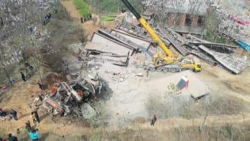 中国アルミニウムの貨車脱線で不明の6人全員死亡