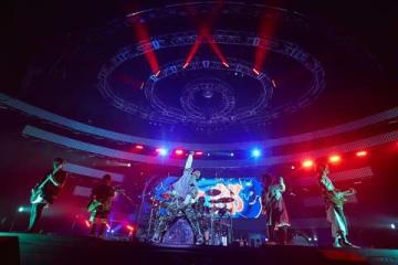 「UVERworld ARENA TOUR 2018 TAKUYA∞生誕祭 男祭り」の模様 撮影:鳥居洋介