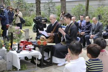 京都・祇園の暴走事故から7年となり、現場近くの寺で営まれた法要=12日午前、京都市