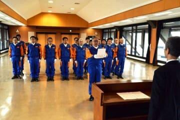 機動警察通信隊の指名式で宣誓する丸本隊長