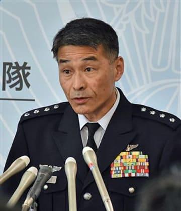 事故当日の訓練状況を説明する丸茂航空幕僚長=12日、防衛省
