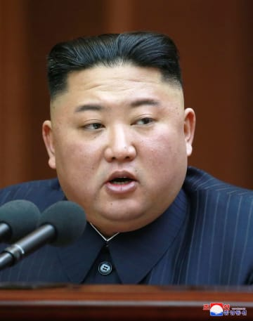 施政演説を行う北朝鮮の金正恩朝鮮労働党委員長=12日、平壌(朝鮮中央通信=共同)