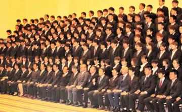 273人の新人を一挙採用した東芝メモリ岩手の入社式