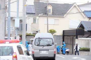 警察官が拳銃を奪われ発砲事件が起きた現場=12日午後1時半ごろ、横浜市磯子区
