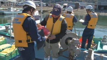 点検を行う香住海上保安署の職員たち