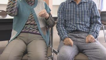 「責任の所在が明確でない」と述べる70代の夫婦