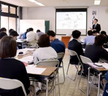 仕事の進め方について学ぶ参加者=薩摩川内市の川内文化ホール