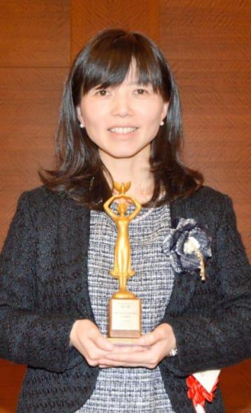 第29回日本詩人クラブ新人賞を受賞した川井麻希さん=13日午後、東京都港区