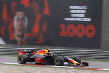 F1中国グランプリで走行するレッドブル・ホンダのマックス・フェルスタッペン=上海(ロイター=共同)