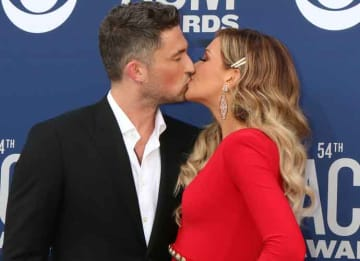 Micheal Ray & Carly Pearce Kiss On The CMA's Red Carpet [TICKET INFO]