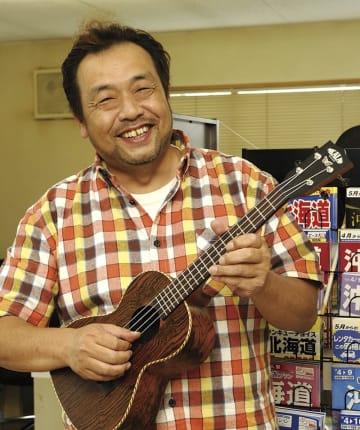 小倉 昌和さん(52歳) 東近江市在住 バンド「Rag Time」ヴォーカル、ウクレレ、ギター、ハーモニカ担当