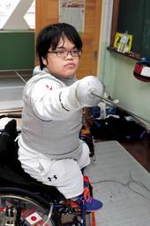 車いすフェンシング男子の福田勇士。2020年「東京」へ強化に励む=京都市南区、ナショナルトレーニングセンター