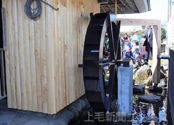修繕され、復活した高崎市上室田町の水車