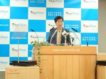 新婚世帯入居支援について説明する小池百合子東京都知事(知事会見)
