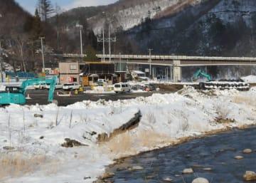 台風豪雨被害の復旧工事が続く岩泉町の安家川河川敷