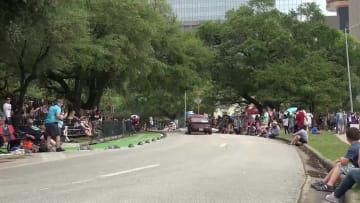 米ヒューストンで華やかなアート·カー·パレード