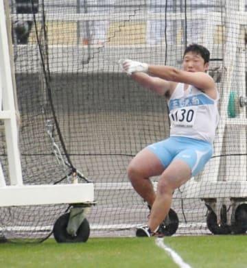 高校男子ハンマー投げを59メートル49で制した鈴木涼真=シティライトスタジアム