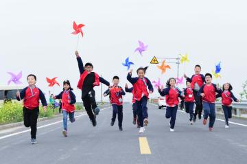 風力発電所で環境保護を学ぶ 浙江省慈渓市