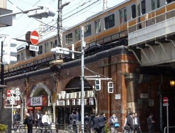 大正時代に造られたJR神田駅の赤れんが高架橋=東京都千代田区
