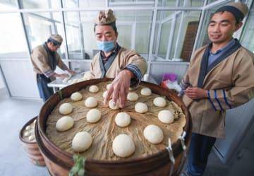 美しい自然の中で春の「農村グルメ大会」スタート 浙江省