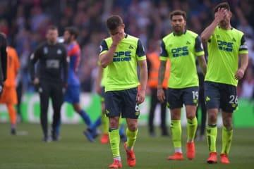 6試合残して降格が決まったハダースフィールド。試合後に涙を浮かべる選手たちも photo/Getty Images