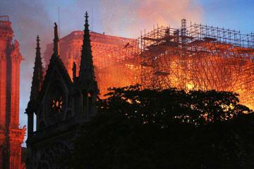習近平主席、マクロン大統領に見舞い電 ノートルダム大聖堂の火災受け