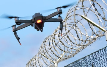 ドローン技術はしばしば軍事用に転用される。(写真は「Getty Images」より)