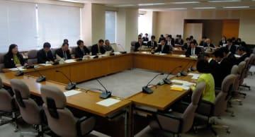 【会派の結成状況が報告された代表者会議=三重県議会議事堂で】