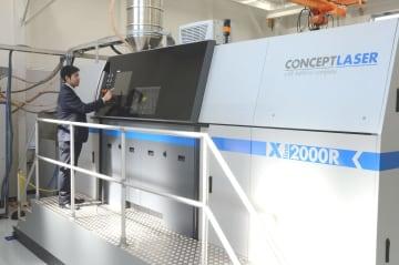 新工場に導入された国内最大の造形ができる金属3Dプリンター