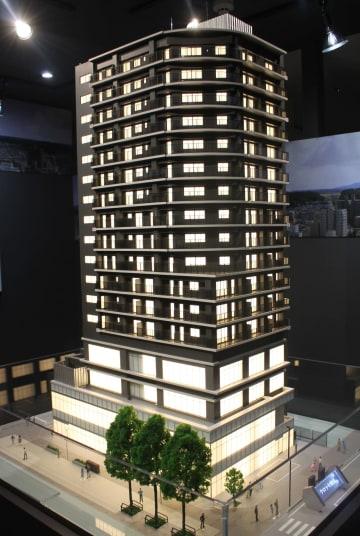マンションギャラリー内に展示するクロッセ秋田の完成模型