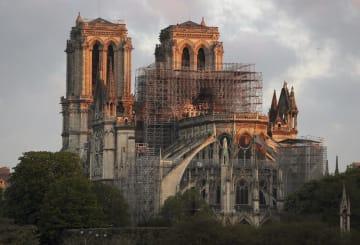 火災後のノートルダム寺院=17日、パリ(ゲッティ=共同)