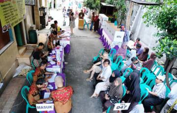 南ジャカルタ・スティアブディの投票所。前日の午後8時から自動車の通行が禁止された=17日、ジャカルタ(NNA撮影)