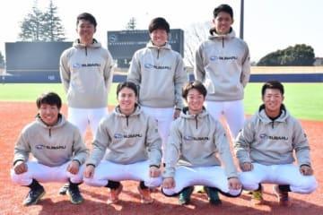 スバルに新たに加わった(前列左から)森下、上原、龍、葭葉、(後列左から)成田、阿部、三浦の7選手。いずれも1年目からレギュラー定着を狙う