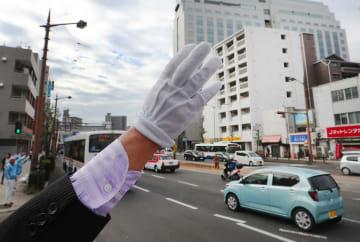 各候補者は街頭演説などで舌戦を展開、票の行方が注目される=長崎市内