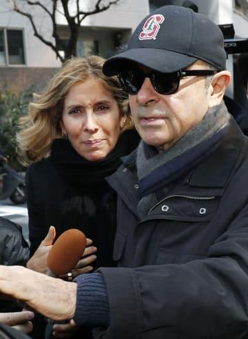 前日産会長カルロス・ゴーン容疑者と妻キャロルさん(左)=3月、東京都内