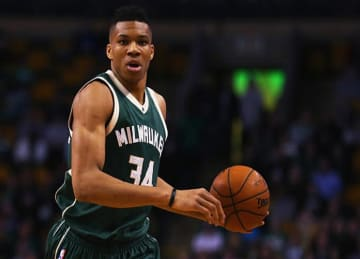 Giannis Antetokounmpo Signs 4-Year Extension with Bucks