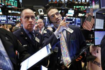 18日のニューヨーク証券取引所(AP=共同)