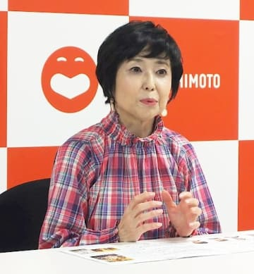 「新時代に新劇場で主演は光栄」と語る竹下景子=大阪市中央区の吉本興業本社