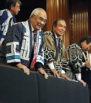 参院本会議で「アイヌ民族支援法」が可決、成立し、傍聴席で喜ぶアイヌの人たち=19日午後