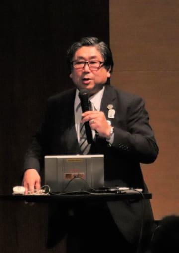 ものづくりの楽しさなどを語る堀切川氏