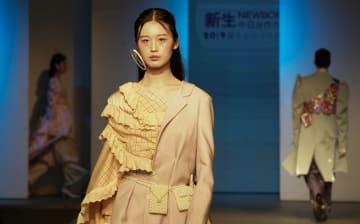 武漢紡績大学で卒業ファッションショー開催