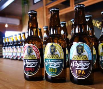 主力商品である「COPPER」(左)と「GOLD」(中)。そして新定番となった「IPA」(右)。軸となるビールはクラシカル・トラディッショナルを目指す。「派手さこそないもののモルトやホップの存在感はしっかり感じられるつくりをしています」。