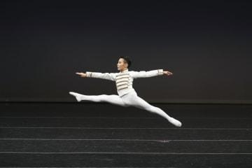 バレエの「ユース・アメリカ・グランプリ」で演技する佐藤可惟さん=米ニューヨーク(高橋大輔氏提供、共同)