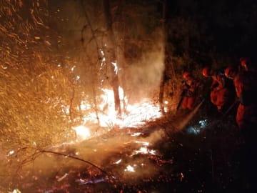 雲南省昆明で山火事 消防隊員150人が出動