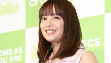 「クロックス」のグローバルキャンペーン新アンバサダー記者発表会に登場した広瀬すずさん