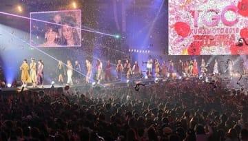 出演者たちがステージに集結し、華やかに幕を閉じた「TGC KUMAMOTO 2019」=20日午後、益城町のグランメッセ熊本(高見伸)