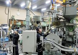 受注増に対応するため10連休中の一部稼働を決めた岡田シェル製作所の工場=淡路市大町下(同社提供)