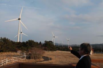 青森県大間町の風力発電施設。10基のうち9基が県外資本だ