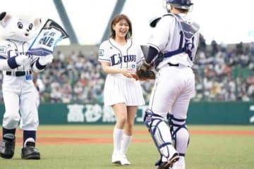 始球式を務めたSKE48の山内鈴蘭さん【写真:荒川祐史】