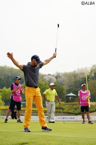 44歳のB・ジョーンズが3季ぶりの優勝を決めよろこびを爆発(撮影:鈴木祥)